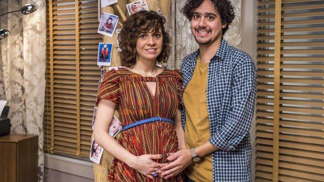 """Renata Gaspar e George Sauma na série """"Pais de primeira"""""""